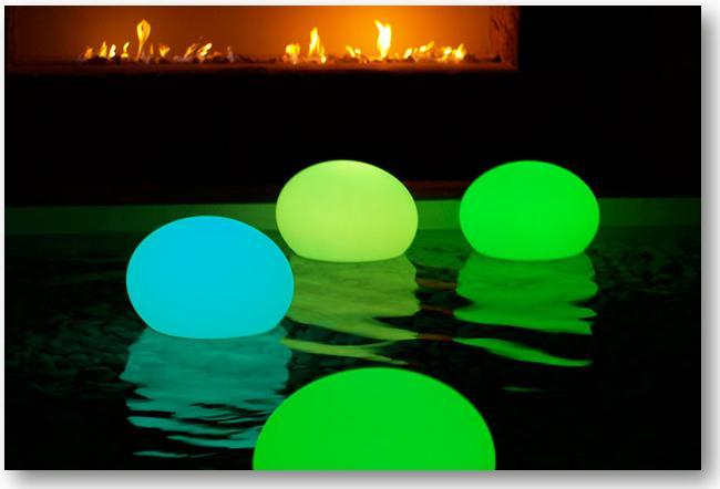 de magnifiques lampes sans fil et tanche pour la piscine et l 39 am nagement de jardin. Black Bedroom Furniture Sets. Home Design Ideas