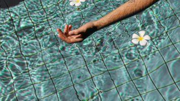 Lève personne pour le transfert en piscine